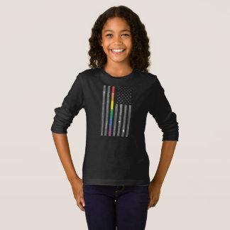 Camiseta T longo escuro da luva da menina americana da