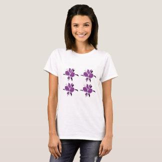 Camiseta T-shirt artístico das meninas com flores roxas