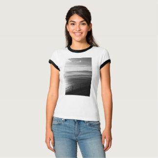 Camiseta T-shirt B&W da campainha das mulheres do verão de