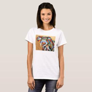 Camiseta T-shirt branco com design colorido do elefante