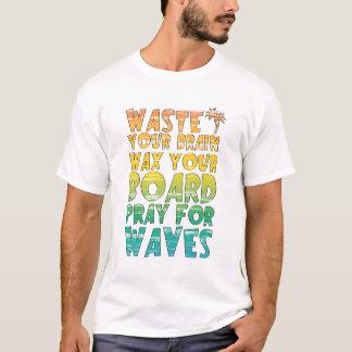Camiseta T-shirt colorido surfando do slogan do arco-íris
