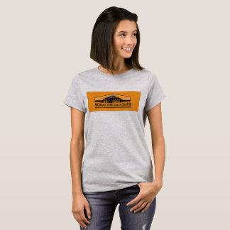 Camiseta T-shirt com logotipo alaranjado