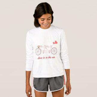 Camiseta T-shirt com tandem da bicicleta com a menina do