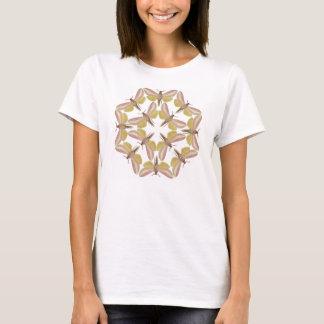Camiseta T-shirt com uma traça de falcão bonita