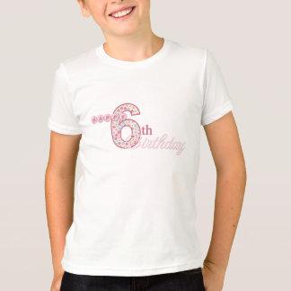 Camiseta T-shirt cor-de-rosa do 6o aniversário feliz