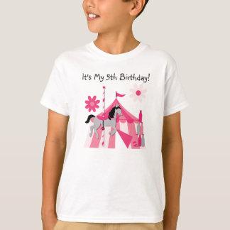 Camiseta T-shirt cor-de-rosa do aniversário do cavalo do