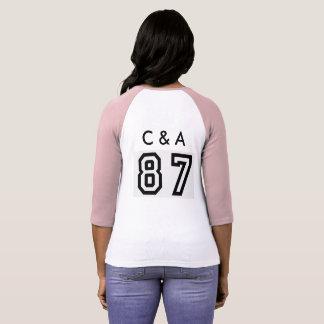 Camiseta t-shirt cor-de-rosa e branco com c & a e 87 nele