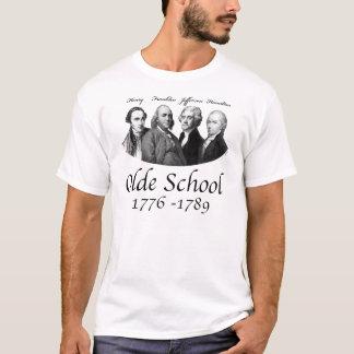 Camiseta T-shirt da escola de Olde