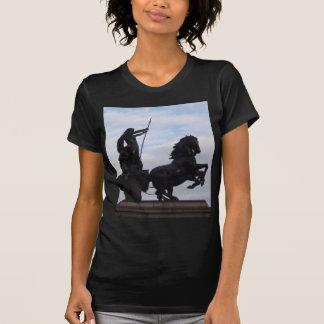 Camiseta T-shirt da estátua de Boadicea
