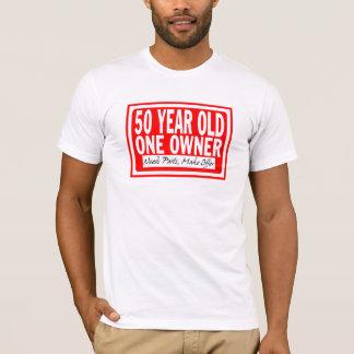 Camiseta T-shirt das pessoas de 50 anos