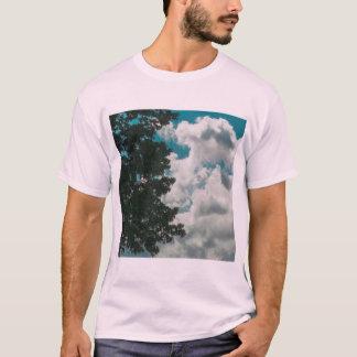 Camiseta T-shirt do desgaste da rua das árvores e das