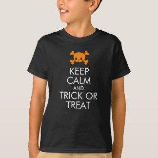 """Camiseta T-shirt do Dia das Bruxas: """"Mantenha a calma e a"""