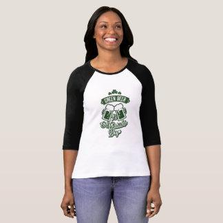 Camiseta T-shirt do dia de St Patrick: Cerveja verde