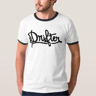 Camiseta T-shirt do indeciso pela arte de CJ Hughes