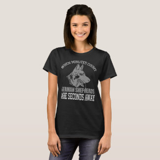 Camiseta T-shirt do preto do german shepherd das mulheres