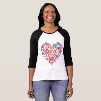 Camiseta T-shirt do Raglan do coração e do amor