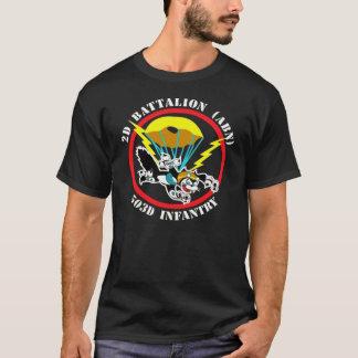 Camiseta T-shirt do remendo do gato