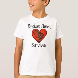 """Camiseta """"T-shirt do sobrevivente do coração quebrado"""""""