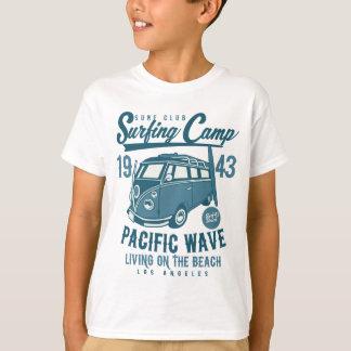 Camiseta T-shirt do TAGLESS® dos miúdos surfando do