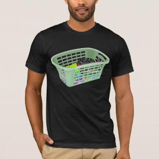 Camiseta T-shirt dos homens da cesta de lavanderia