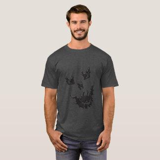 Camiseta T-shirt escuro básico do crânio da chama dos