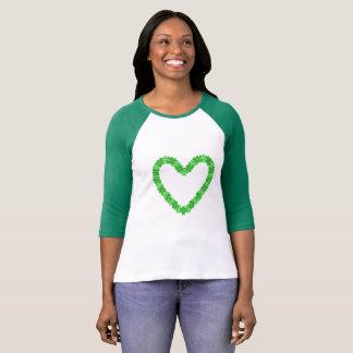 Camiseta T-shirt irlandês do Raglan do coração