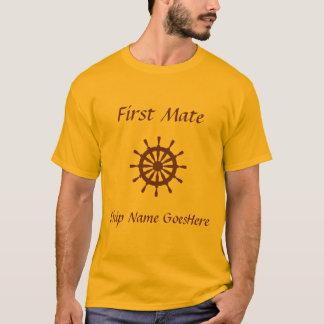 Camiseta T-shirt - leme, nome do navio (marrom)