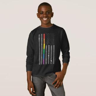 Camiseta T-shirt longo escuro da luva do menino americano