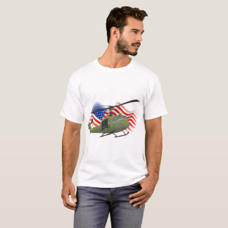Camiseta T-shirt militar patriótico do helicóptero de Huey