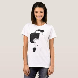 Camiseta T-shirt mulher branca com desenho a carvão