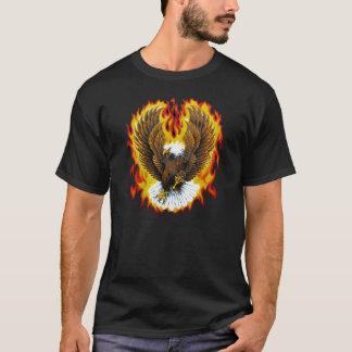 Camiseta T-shirt patrióticos flamejantes da águia americana