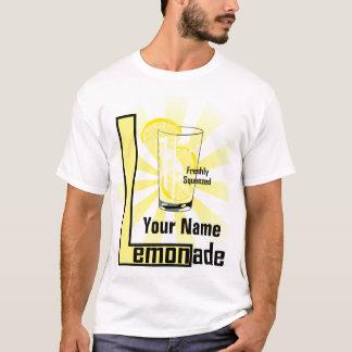 Camiseta T-shirt recentemente espremido dos homens do