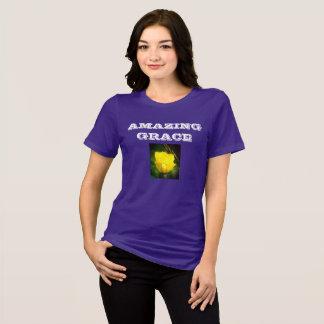 Camiseta T-shirt surpreendente da benevolência (flor)