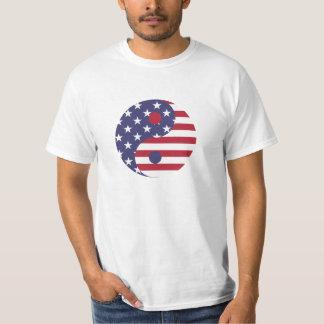 Camiseta T-shirt vermelho, branco, e azul de Yin Yang