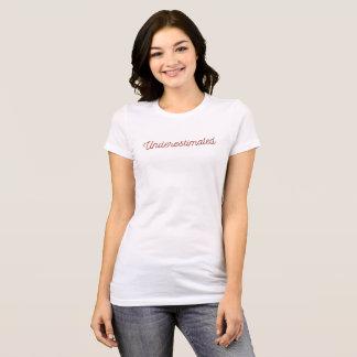 """Camiseta T """"subestimado"""""""