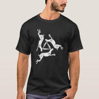 Camiseta T triplo da obscuridade dos homens de Triskele da