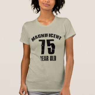 Camiseta TENDENDO o DESIGN do ANIVERSÁRIO das pessoas de 75