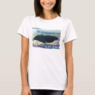 Camiseta Tendo uma baleia de um momento