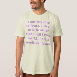 Camiseta tímido e delicado