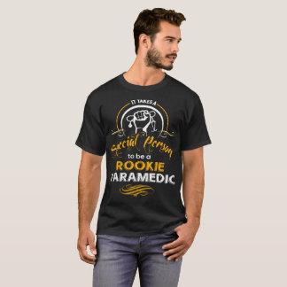 Camiseta Toma uma pessoa especial para ser um paramédico do