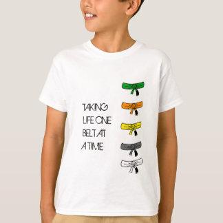 Camiseta Tomando a vida uma correia de cada vez BJJ caçoa o