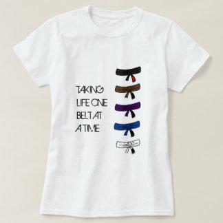Camiseta Tomando a vida uma correia no t-shirt do tempo BJJ