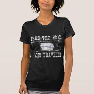 Camiseta Tome a estrada viajou menos