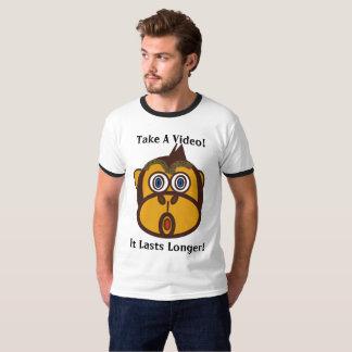 Camiseta Tome um vídeo - dura um t-shirt mais longo