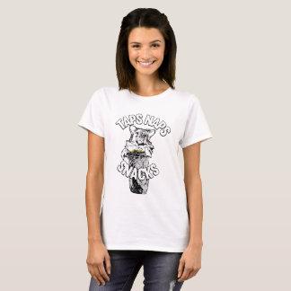 """Camiseta """"Torneiras, sestas e petiscos"""" - cães & Burritos"""