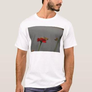 Camiseta Traças e Zinnia vermelho