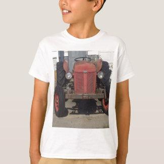 Camiseta Trator vermelho velho