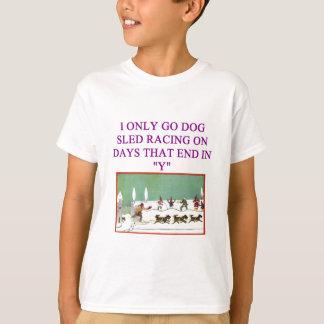 Camiseta trenó do cão que compete o amante do iditarod