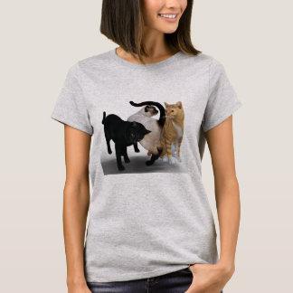 Camiseta Três gatos na parte dianteira e na parte traseira