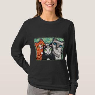 Camiseta Três gatos que levantam o t-shirt